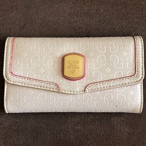 🆕 Guess Frosted Trifold Wallet